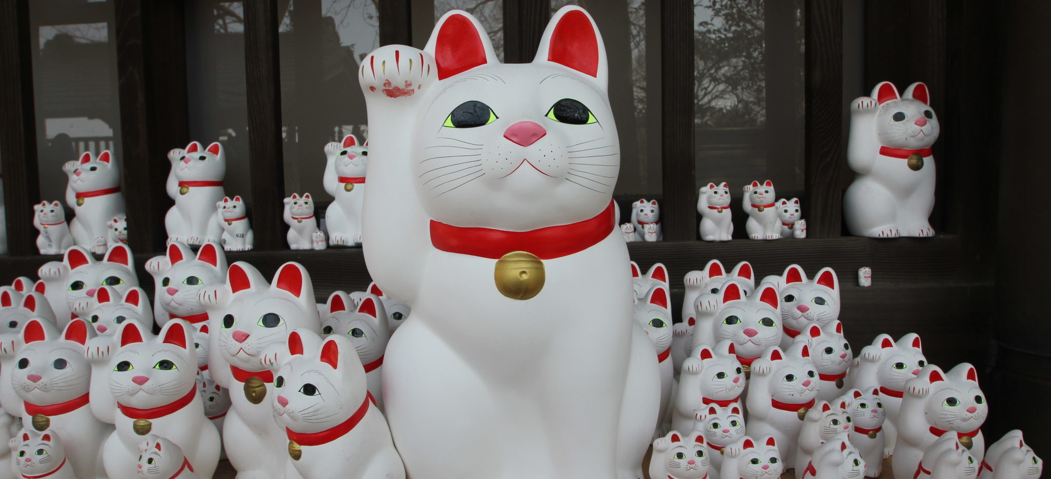 [Jeu] Association d'images - Page 2 Maneki-neko-1-2048x934