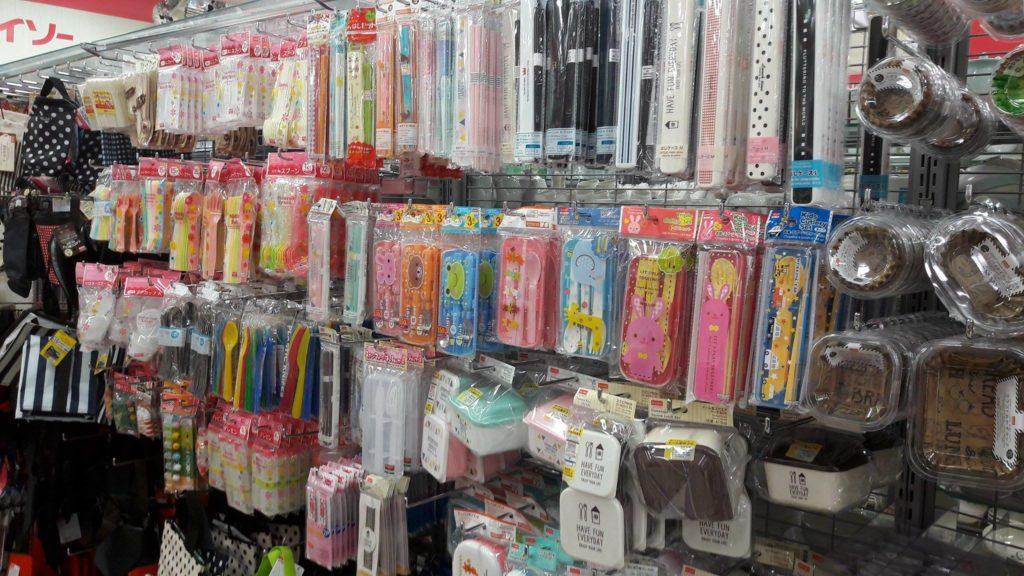 Scatole del bento di un negozio a 100 yen