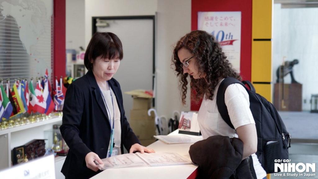 Mar speaking with a teacher
