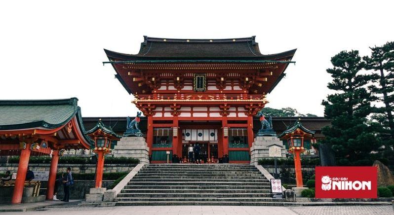 Fushimi Inari-helgedomens framsida