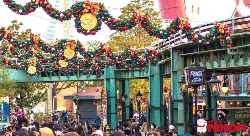 Christmas decorations at DisneySea