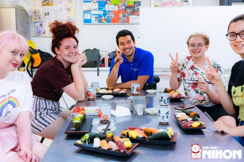 Study trips in Japan - Making sushi