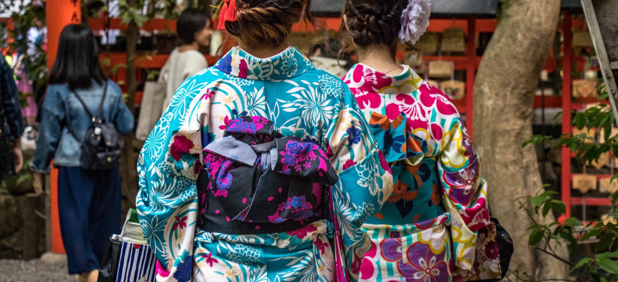Women wearing yukata/kimono