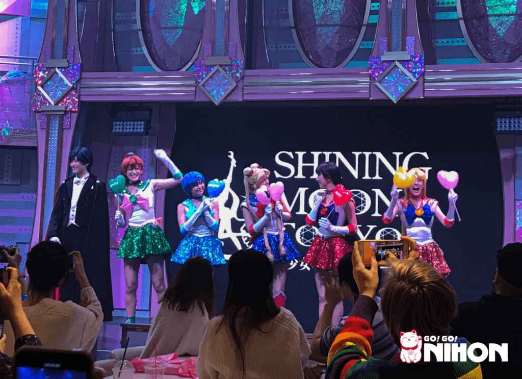 Shining Moon show a Tokyo
