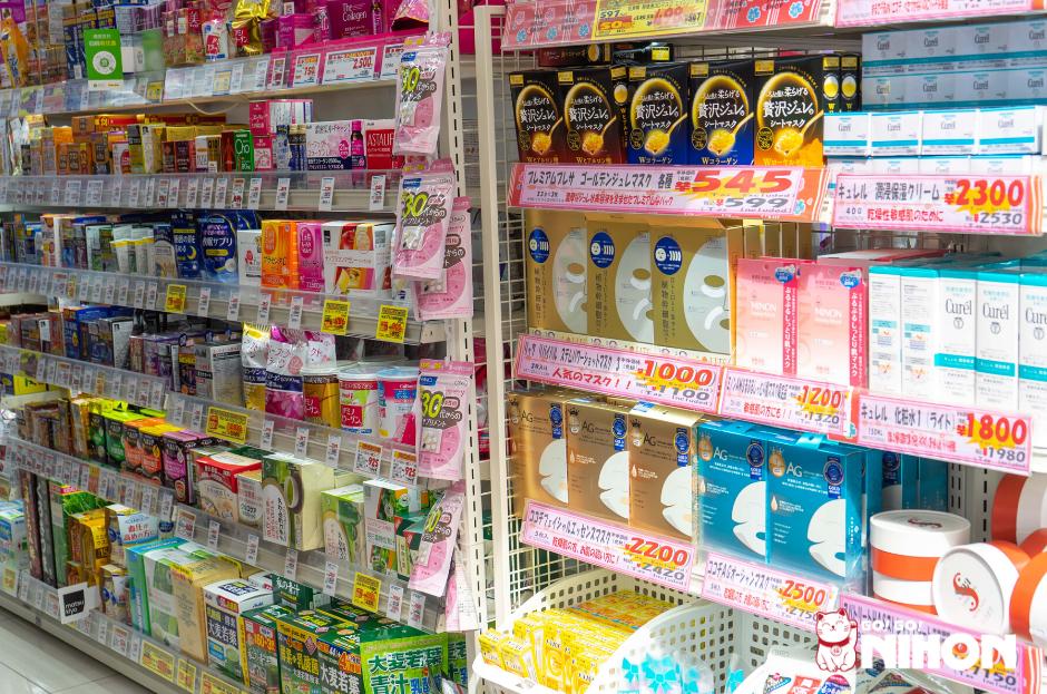 Productos de belleza en una Farmacia de Japón