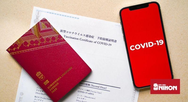 Vaccinpass i Japan med pass och telefon