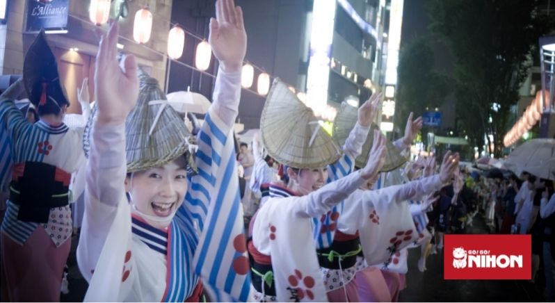Dansare under Obon i Awa
